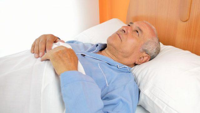 蘇生した介護老人第4話寝間着